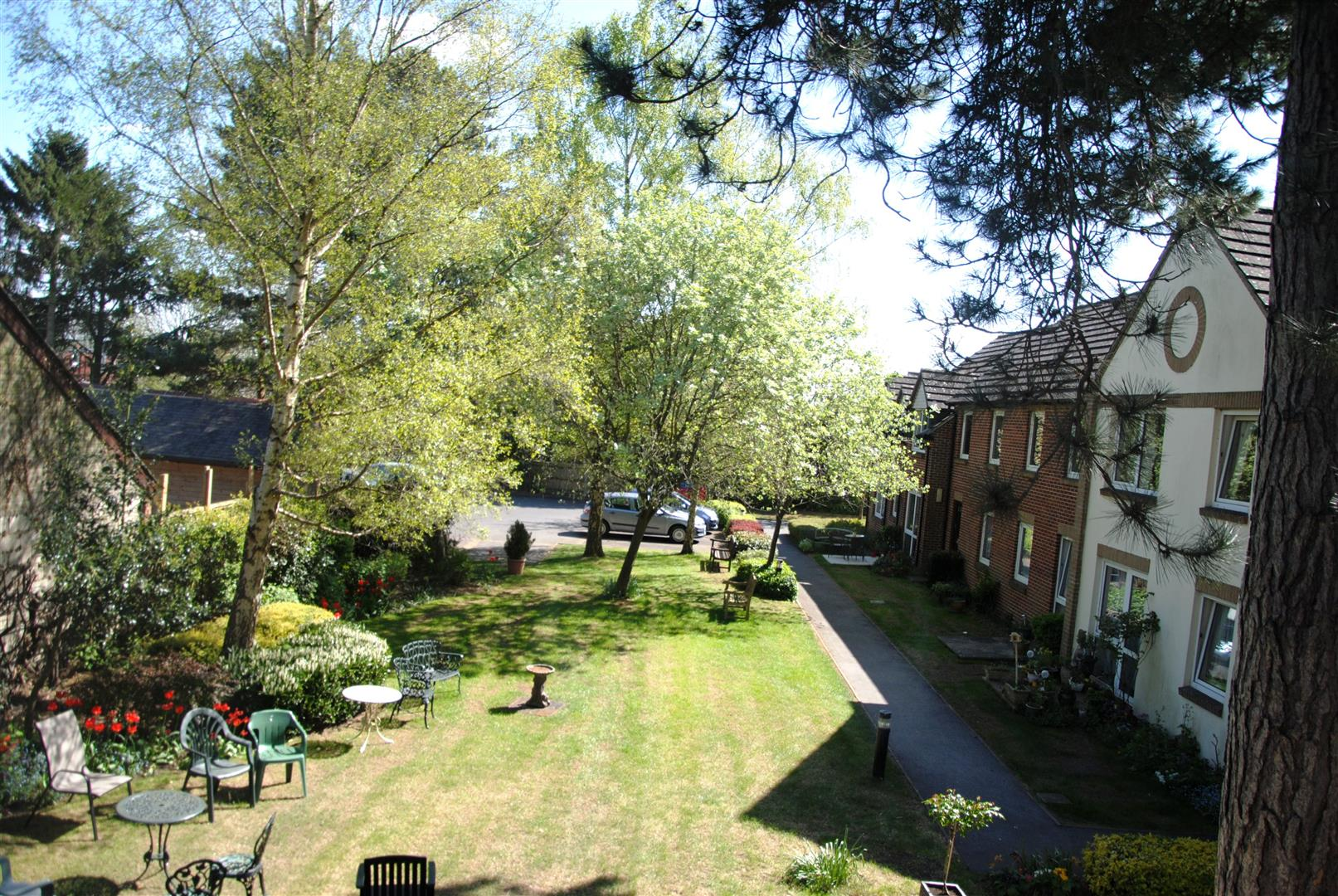 2 Bedrooms Flat for sale in Woodspring Court,Grovelands Avenue, Old Town, Swindon